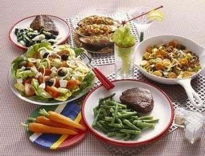 Os diversos pratos da dieta da proteína.