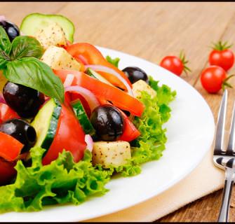 A salada é ótima aliada para emagrecer.