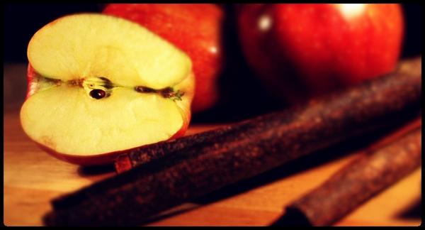 A maçã e canela são excelentes alimentos termogênicos naturais.