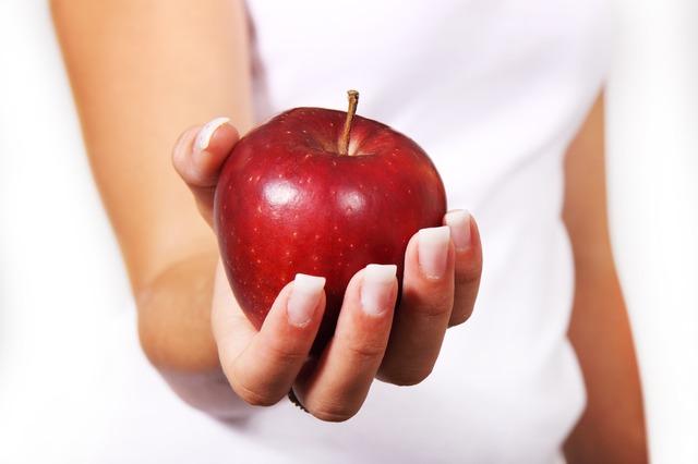A maçã ajuda a emagrecer.